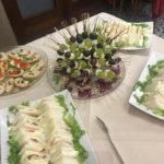Buffet spiedini uva e mozzarelle tramezzini
